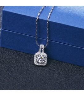 Négyzetes ezüst medál kerek cirkóniával