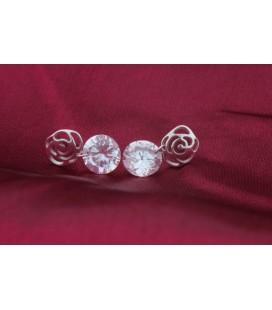 Rózsa mintás ezüst fülbevaló kerek cirkónia kővel