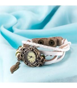 Bőrből készült, antikolt karkötő óra - fehér