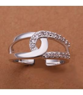 Apró, fehér kövekkel kirakott összetartozás gyűrű