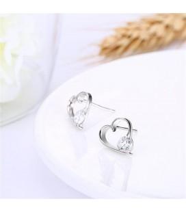 Ezüst, szív alakú fülbevaló cirkóniával