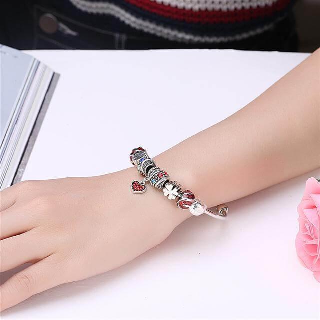 1706a27de8 Különleges Pandora stílusú karperec színes charmokkal olcsó áron az...
