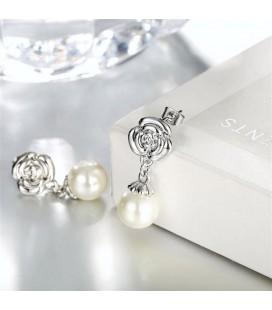 Elegáns gyöngy és rózsa fülbevaló, platina bevonattal