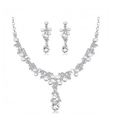 Elegáns, gyöngyös esküvői ékszerszett kristályokkal