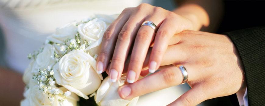 Nemesacél karikagyűrűt vagy fehéraranyat válassz?
